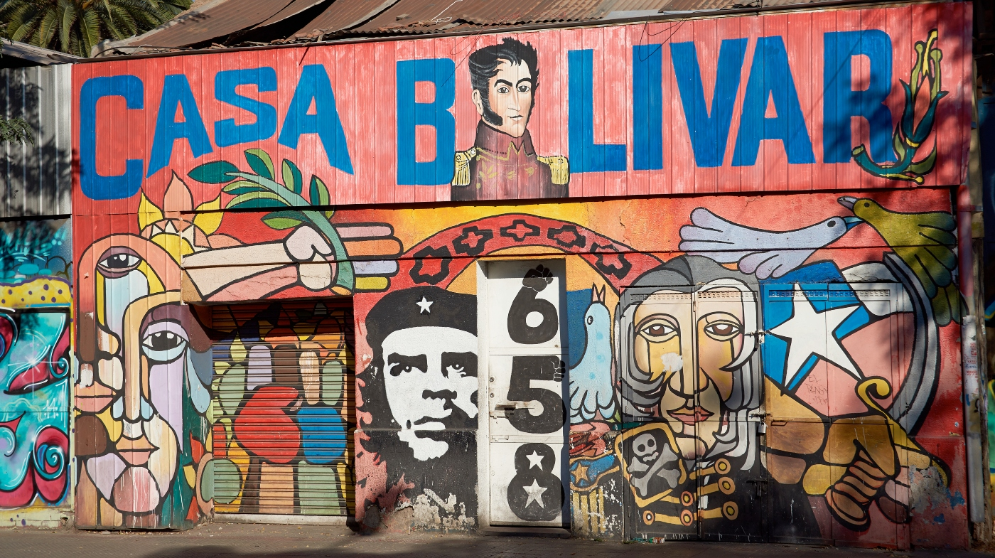 Imagen de un graffiti en Barrio Brasil donde se lucen iconos de la cultura latinoamericana