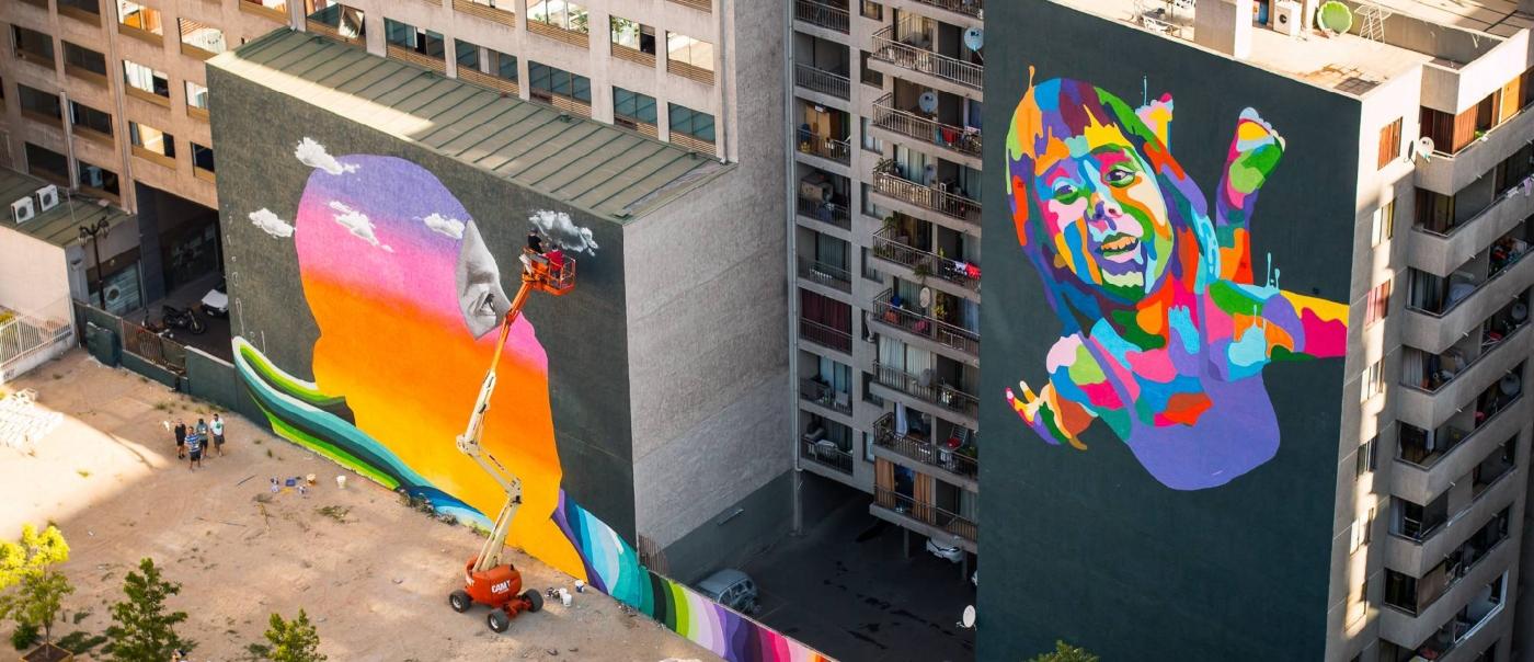 Imagen de los enormes graffitis de Dasic Fernández en los alrededores del Barrio Bellavista