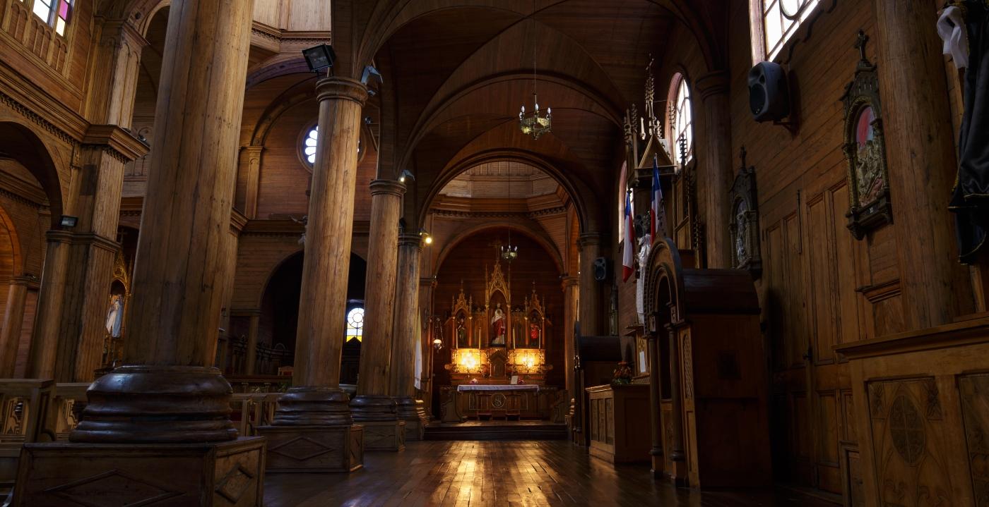 Imagen de la Iglesia de Castro por el interior