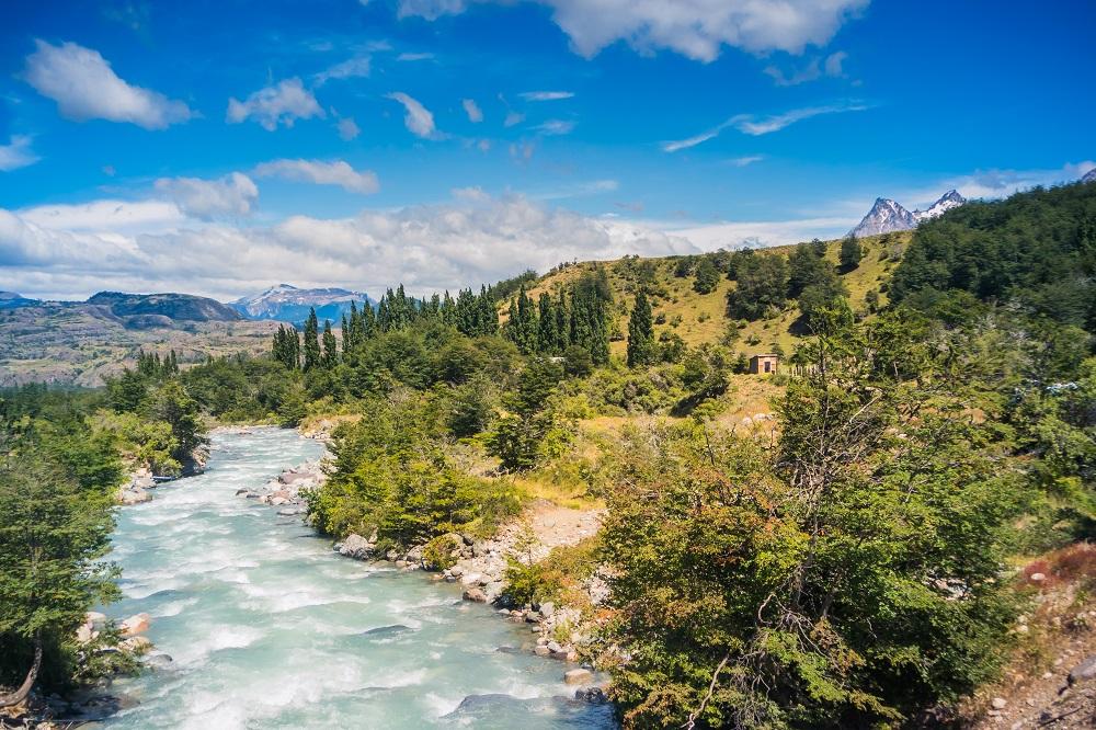 Parque Nacional Cerro Castillo águas azul-turquesa que dão vida a paisagens únicas