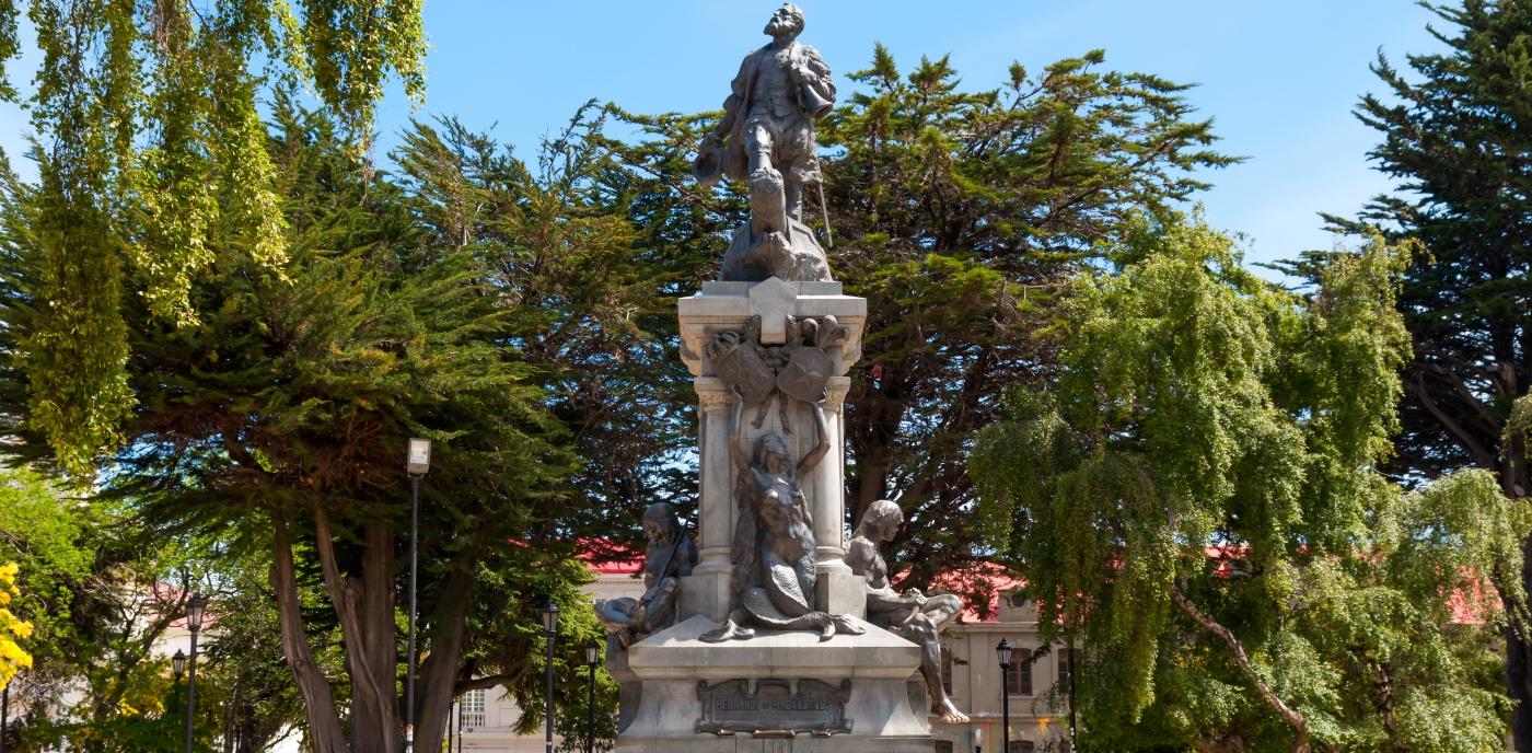 Imagen de la estatua del indio Patagón en el sur de Chile