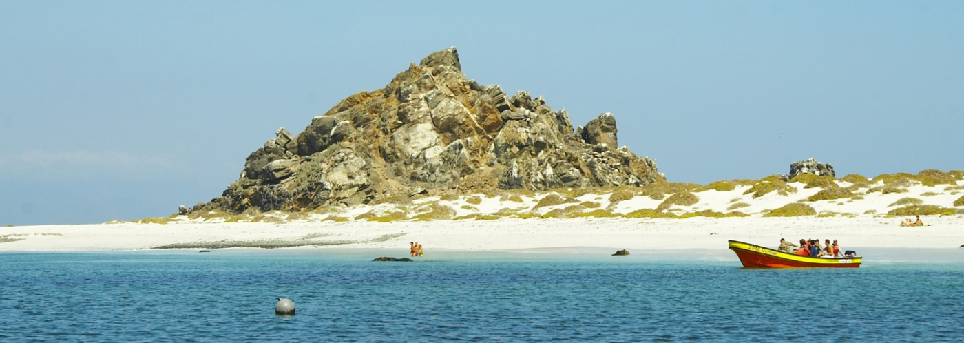 Imagen de IslaDdamas en el norte de Chile en un hermoso día soleado