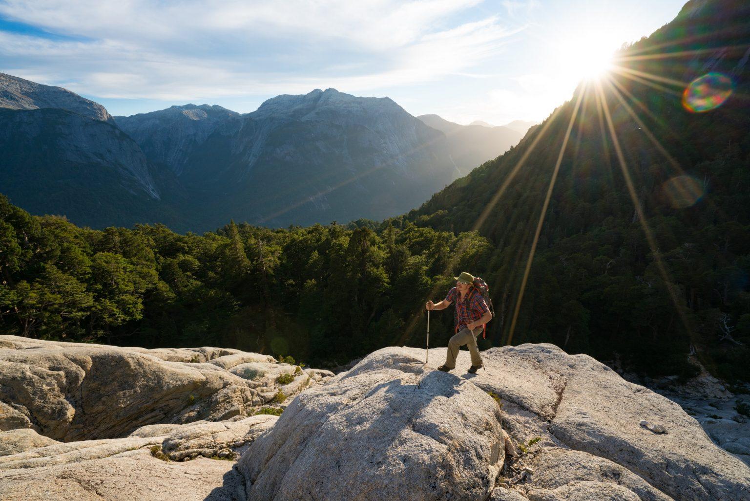 Hombre haciendo trekking