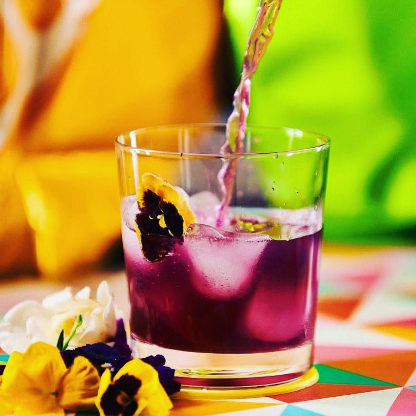 Trago Granada Sour servido en vaso