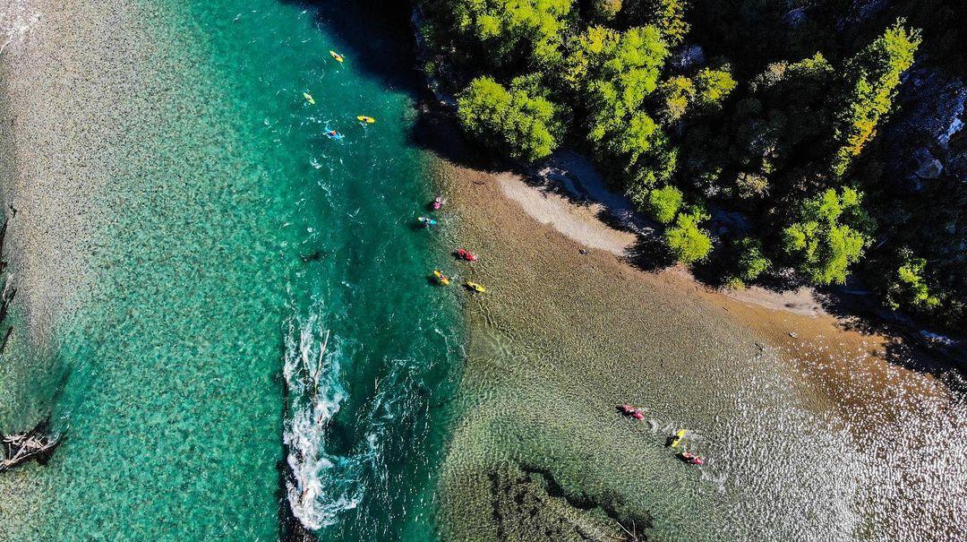 Aniol junto a otros kayakistas en el río Futaleufú