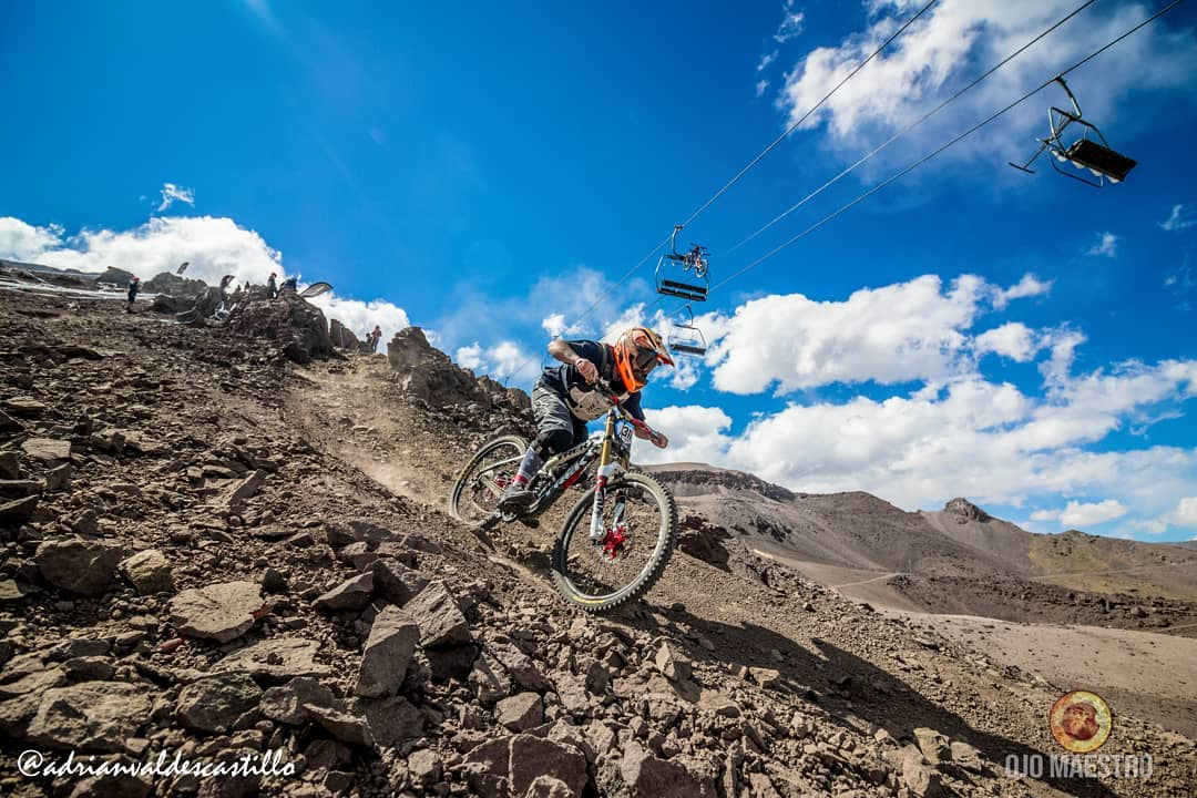 Biker doing a downhill in La Parva