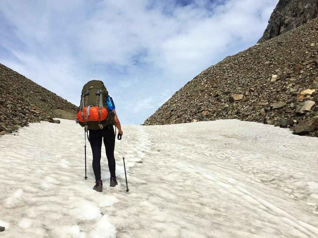 Man walking through the Peñón pass, on the Las Horquetas trail