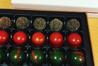 Chocolate box with handmade chocolate chocolates from Hedh-Escalante Chocolatier