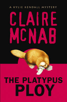 The Platypus Ploy (Kylie Kendall Mystery #5)