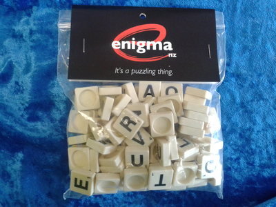 Letters on plastic tiles (bag of 100)