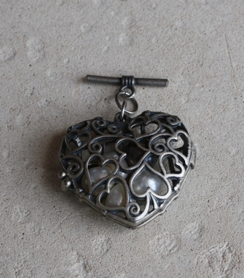 Cage heart with pearls