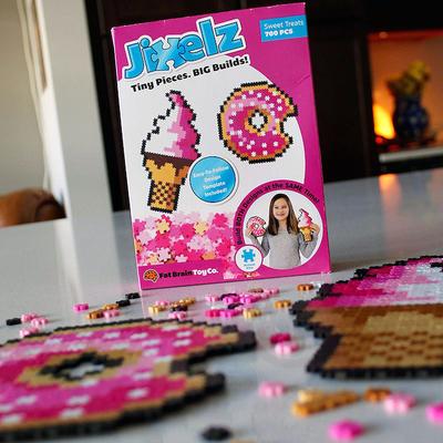 Sweet Treats (700pc Jixel Puzzle)