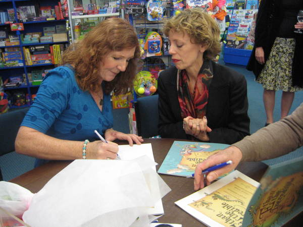 Author Jacqui Simpson signs books
