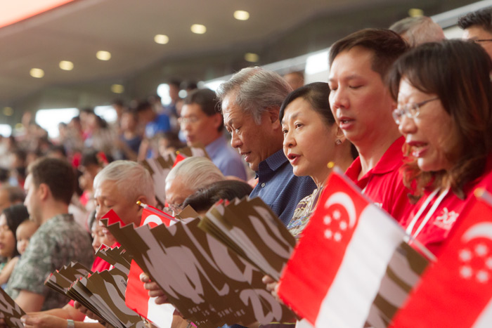 Defence Minister, Mr Ng Eng Hen (in blue) with his wife Prof Ivy Ng (to his right).