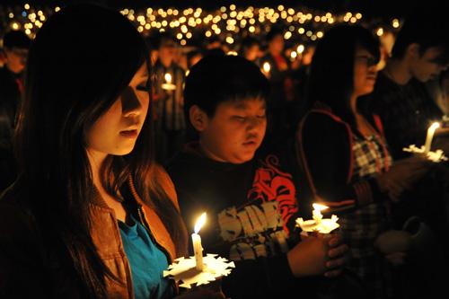 Light It Up: CHC Candlelight Service 2009