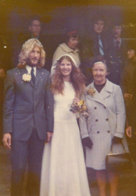 img-Interview-With-The-Blonde-Nana-How-Mr-and-Mrs-Pringle-Met-3