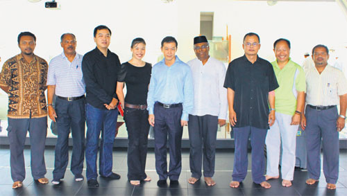 Inter-faith Groups Give Blood