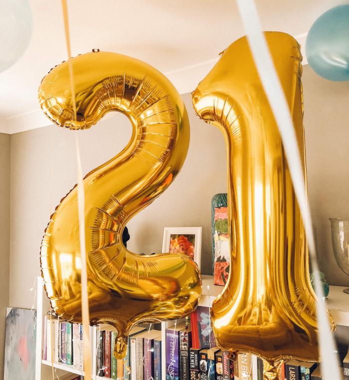 gold 21 balloons