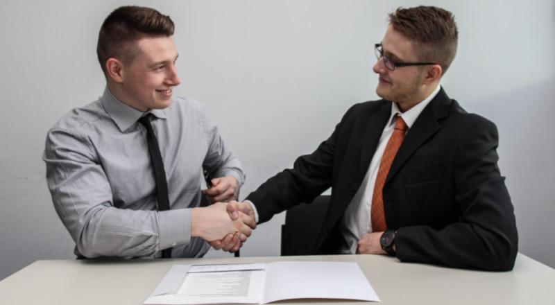 2 men handshaking