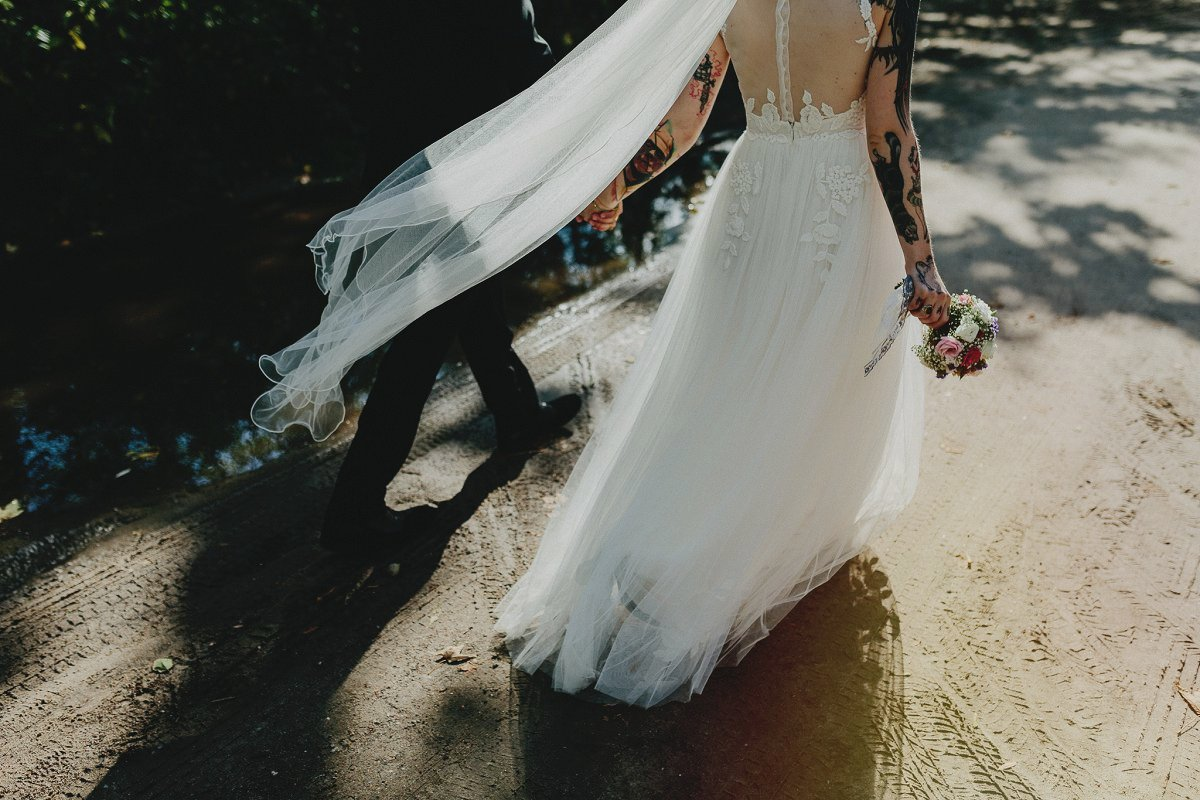 Hooray Weddings: The stripped Down Wedding