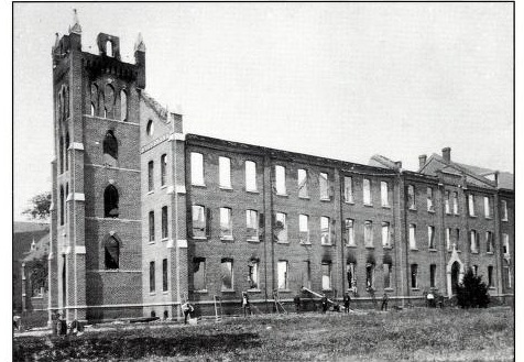 Ruins of Stowe Hall after the fire of 1900.