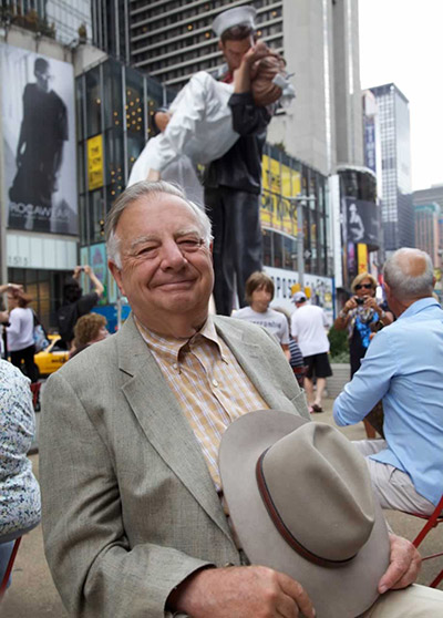 Seward Johnson, pictured with a temporary statue in New York City in 2015.