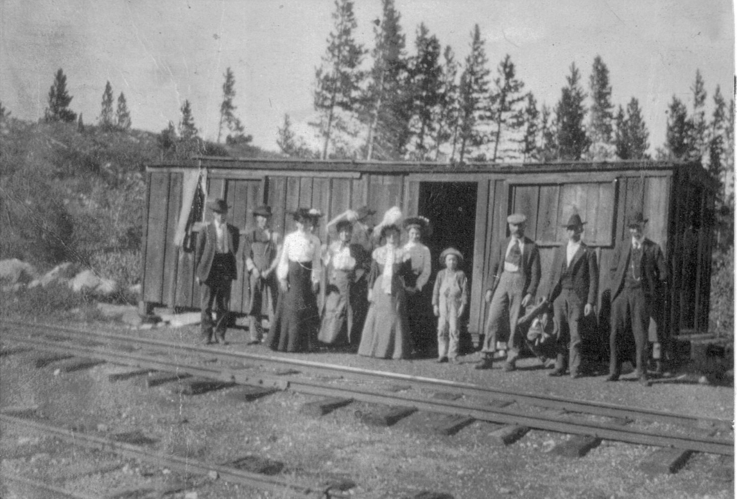 A group of people at the Frisco Depot located at the base of Mount Royal. Women frequently traveled in nicer clothing, complete with hat and jackets.