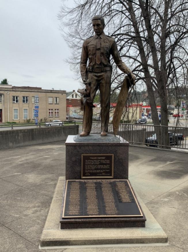 Sculpture, Landmark, Bronze sculpture, Memorial