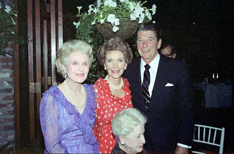 Chasen's owner Maude Chasen with President and Mrs. Reagan