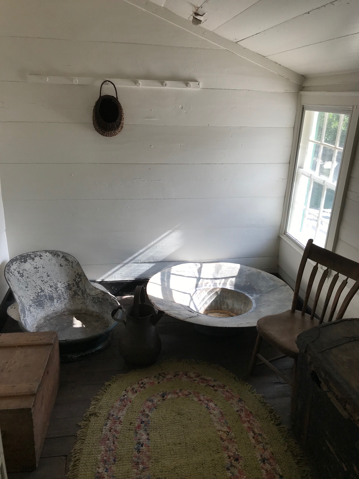 Second Dressing Room and Hat Tub