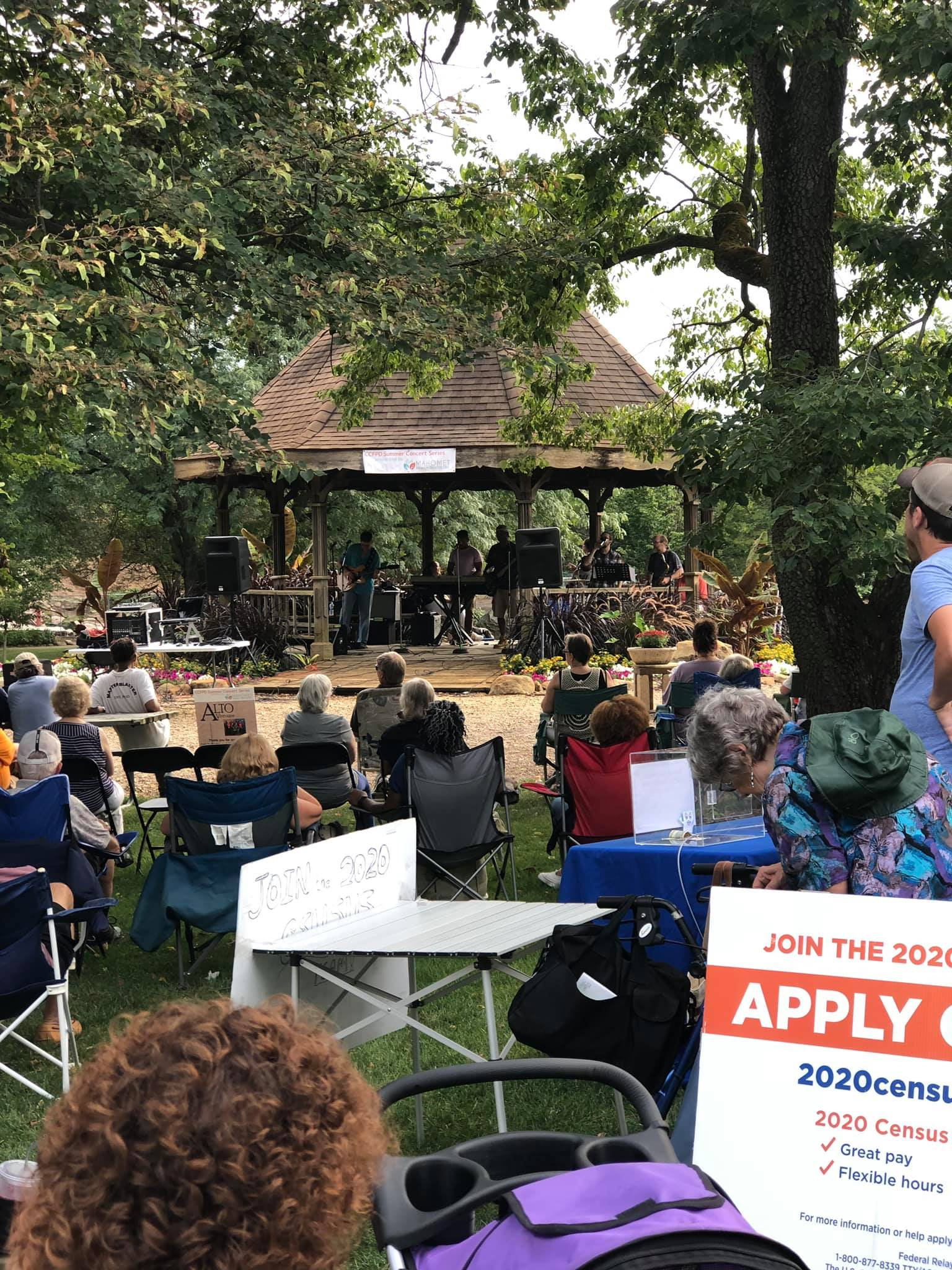 Concert held in the Botanical Garden's gazebo