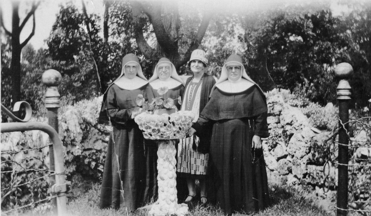 Sisters and a guest gather at St. Joseph Springs Farm, 1910s.