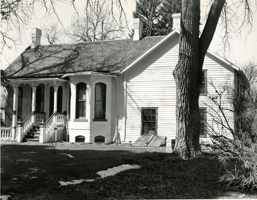 The Four Mile House in 1948, showing the bricks painted white