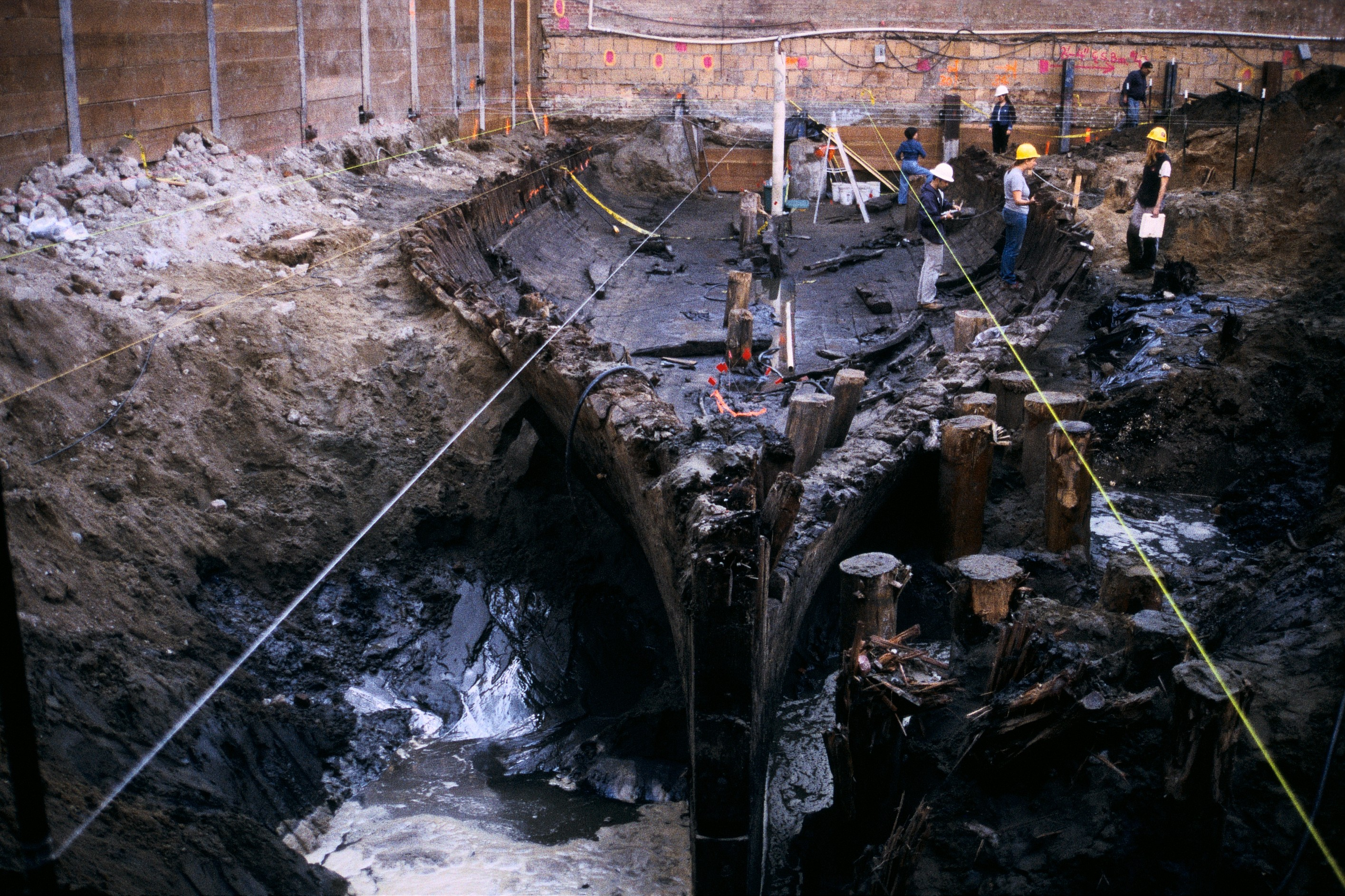 A team of archaeologists excavates the hull of the General Harrison in 2001