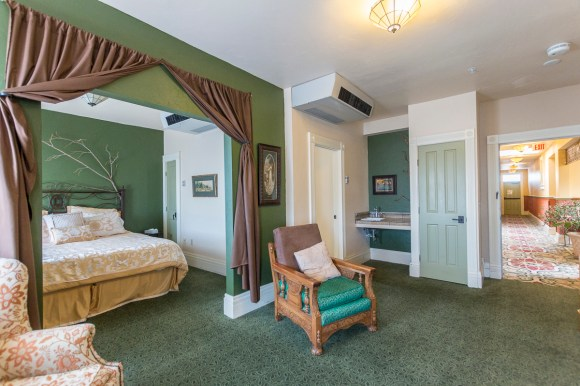 The King of Rooms: The Homestead Suite at the Eklund Hotel/Hotel Eklund