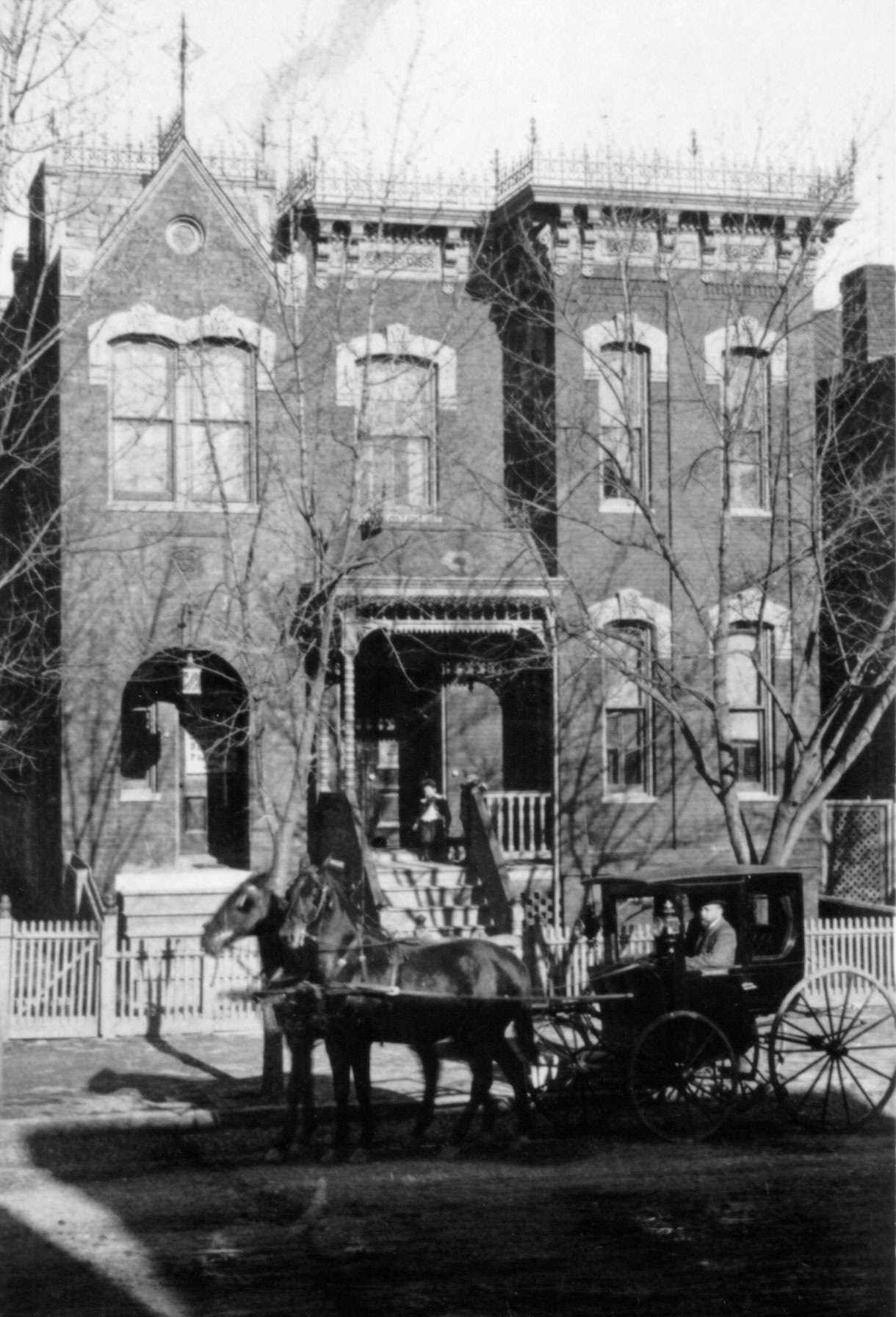 undated photo, possibly 1910s-1920s of the Walker Home.