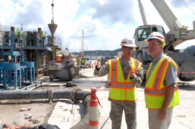 Lt. Col. James A. DeLapp, U.S. Army Corps of Engineers Nashville District commander, leads Nashville Mayor Karl Dean on a tour of the work platform