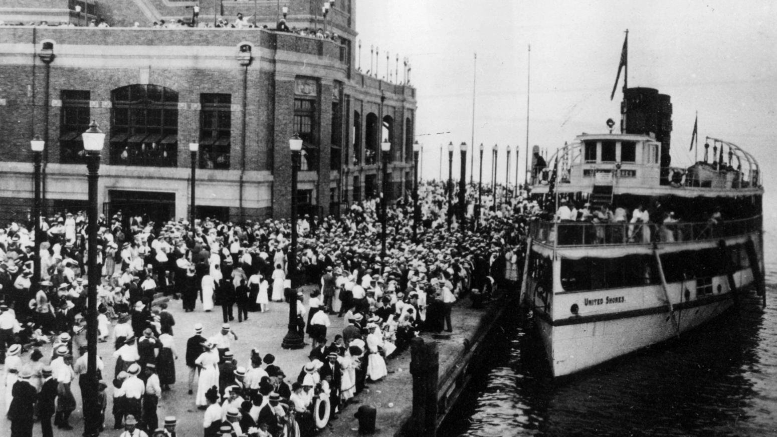 Navy Pier shortly after opening day in July 1916. Chicago Tribune photo. Steamers took passengers round trip from the Pier to Lincoln Park or Jackson Park for 35 cents. Chicago Tribune photo.