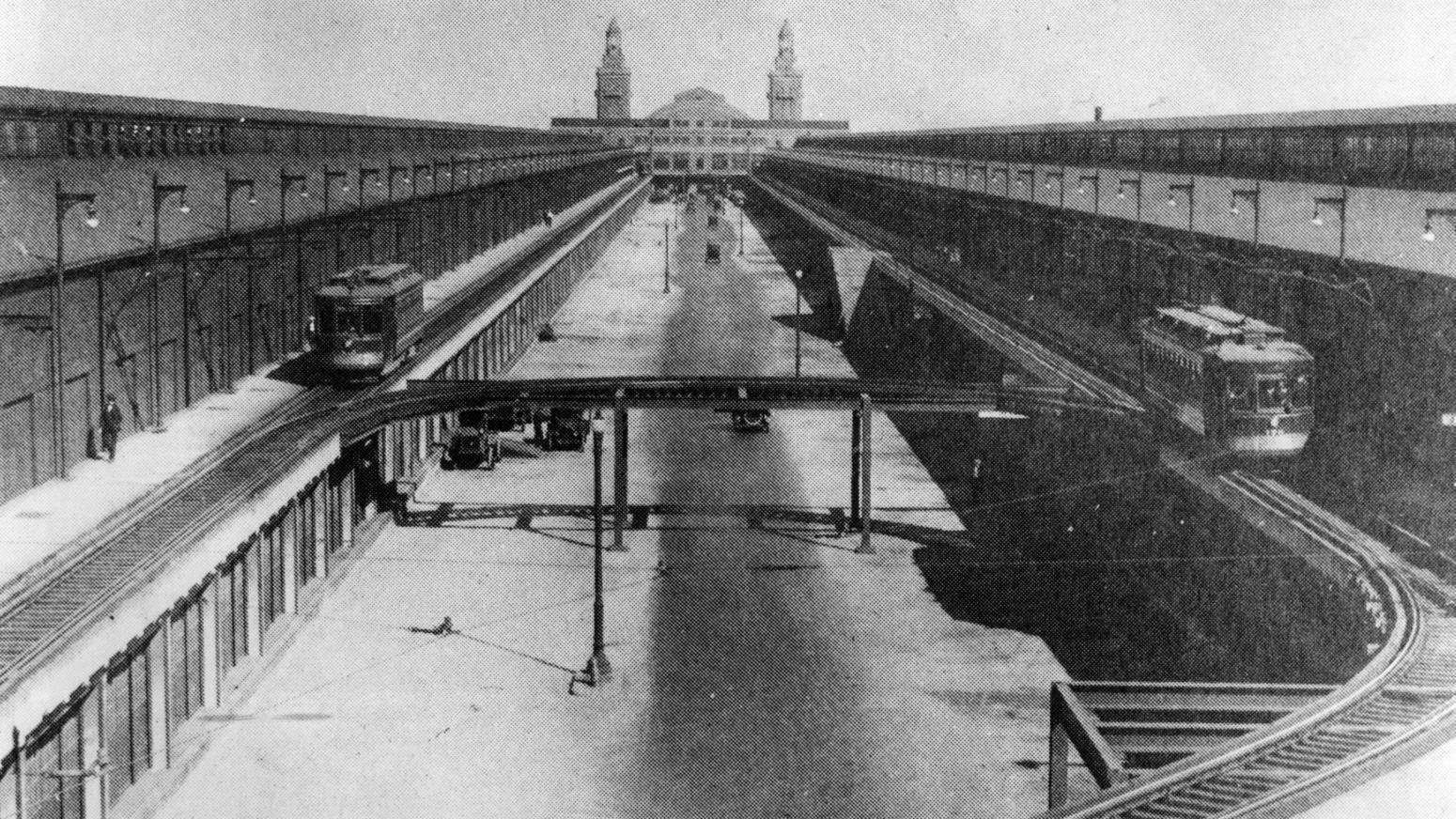 Looking east down the center of the Pier in 1921 reveals the streetcars that traveled its length along the upper level. Chicago Tribune photo.