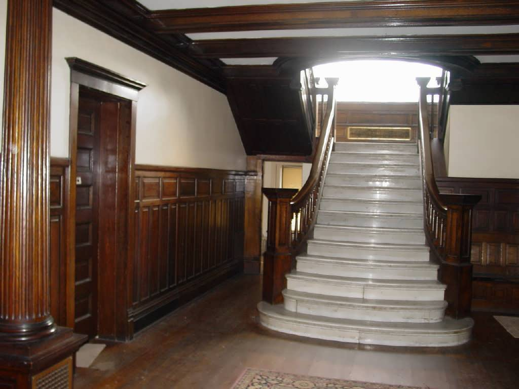 The main entrance of the George J. Renner Jr. House before renovation