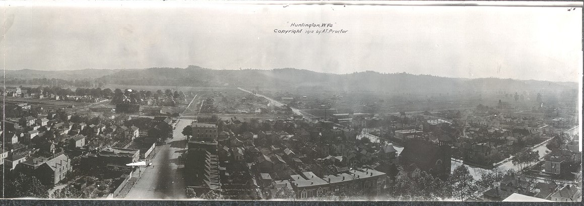 Panoramic view of Huntington from 1910 with Ritter Park, and South Side areas undeveloped.