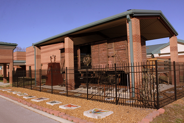 Another picture displaying the rail car.