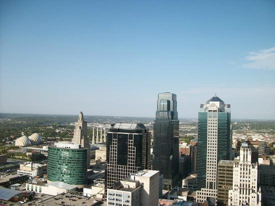 The city offers free tours that include a visit to the observation deck. This is the best view of the city and is available on weekday mornings and afternoons.