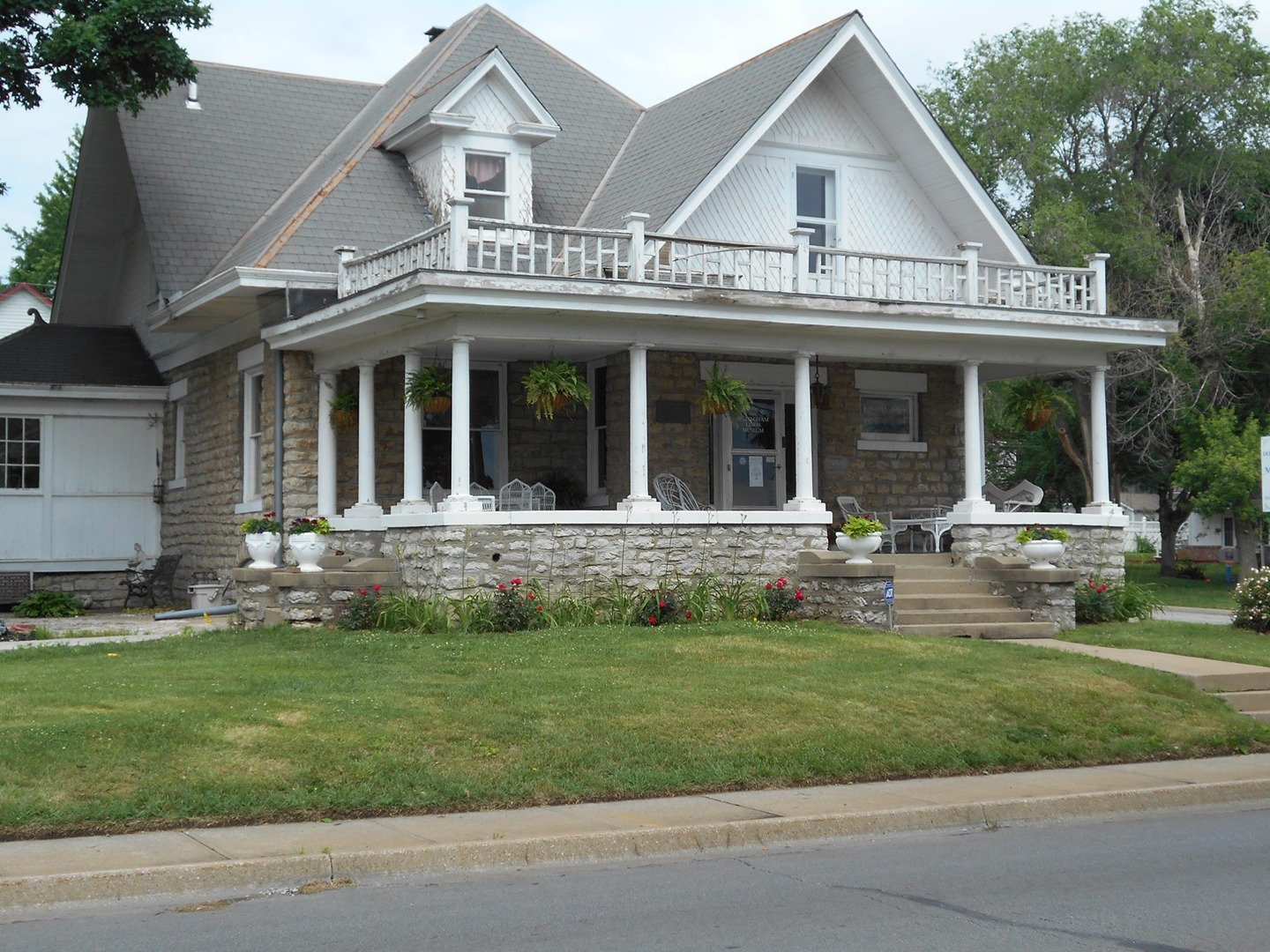 The Blue Springs Historical Society maintains this historic home as a local history museum.
