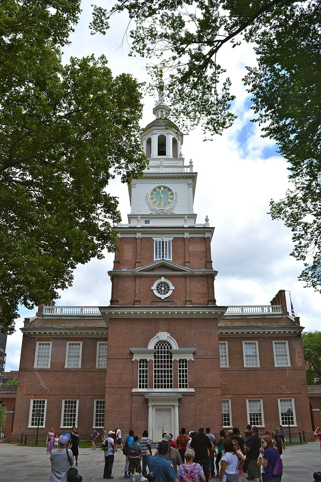 Independence Hall as viewed from the South entrance. Wikimedia Commons.