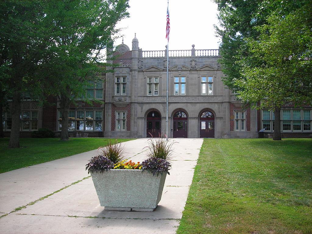 Abraham Lincoln High School (Source http://en.wikipedia.org/wiki/Abraham_Lincoln_High_School_%28Des_Moines,_Iowa%29)
