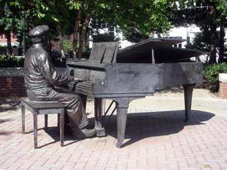 This statue of musician and producer Owen Bradley is located in the park that bears his name. Owen Bradley Park was dedicated in 1997 and the statue followed a six years later.