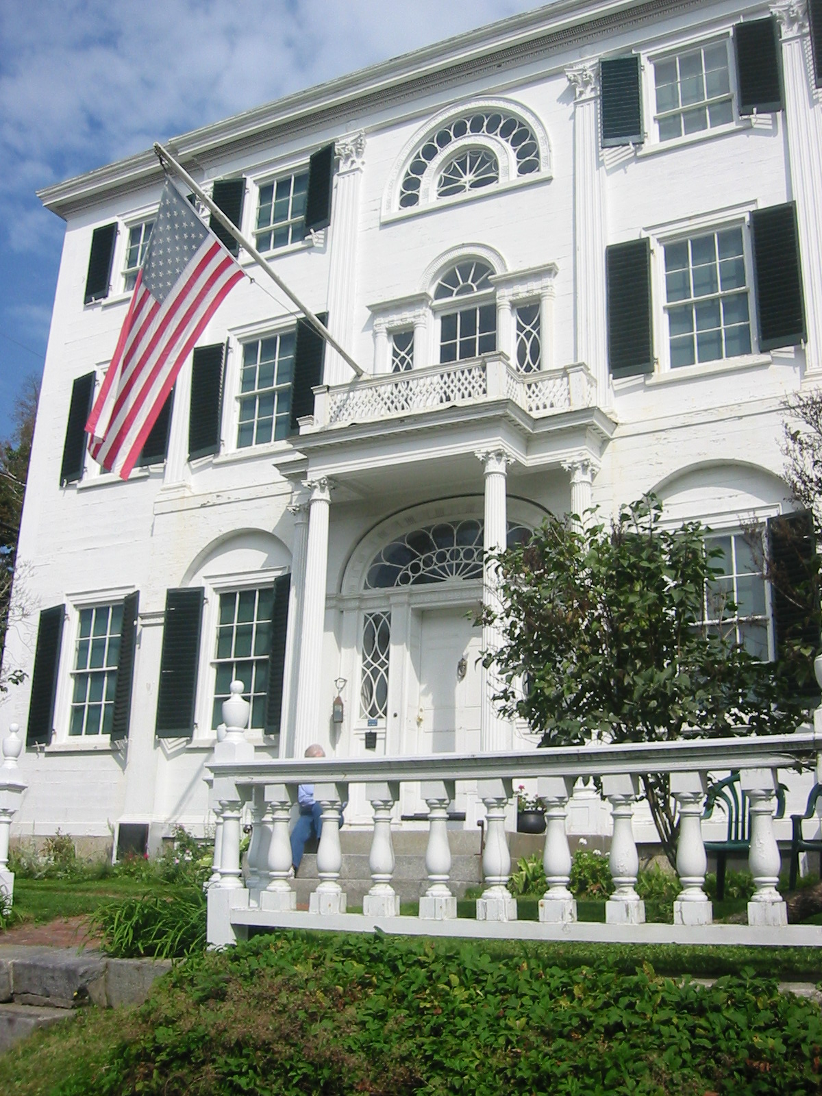 Looking up at Nickels-Sortwell House from Main Street