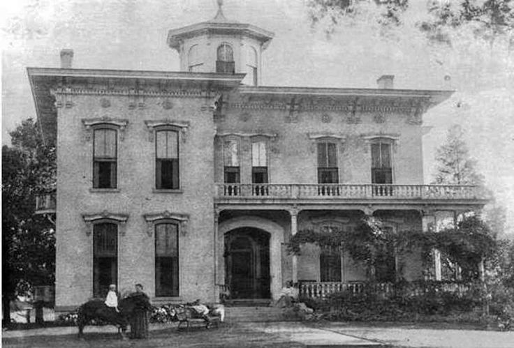The house in 1895 (image from Pinterest)
