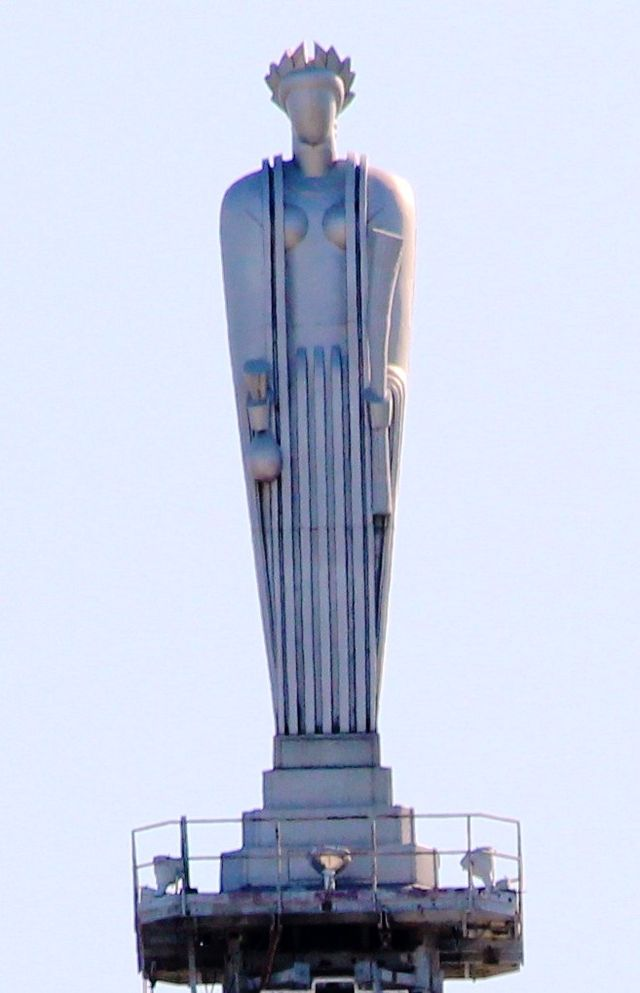 Aluminum statue by sculptor John H. Storrs of the Roman goddess of grain, Ceres, holding a sheaf of wheat in the left hand and a bag of corn in the right hand, as a nod to the exchange's heritage as a commodities market.